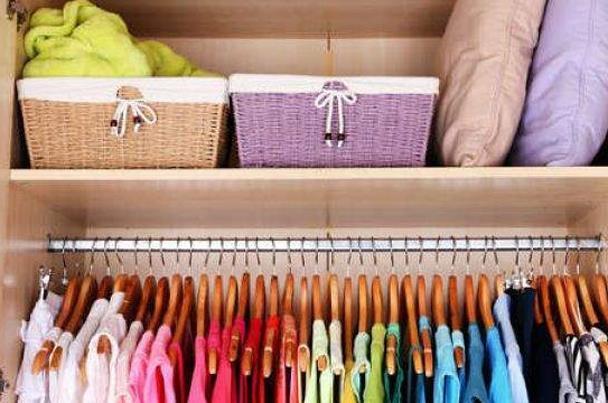 لخزانة ملابس ذات رائحة عطرية .. إليك أبرز الطرق
