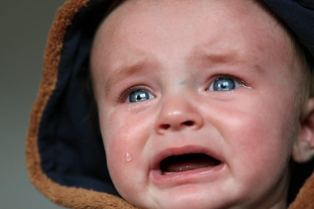 إلى الأمهات تعرفي على أهم أسباب صراخ الطفل المستمر