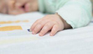 موت 768x443 1 300x173 - متلازمة موت الرضيع المفاجئ : الأسباب والاحتياطات