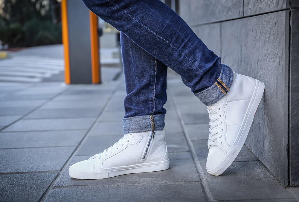 هل اقتنيتِ حذاء أبيض آخر