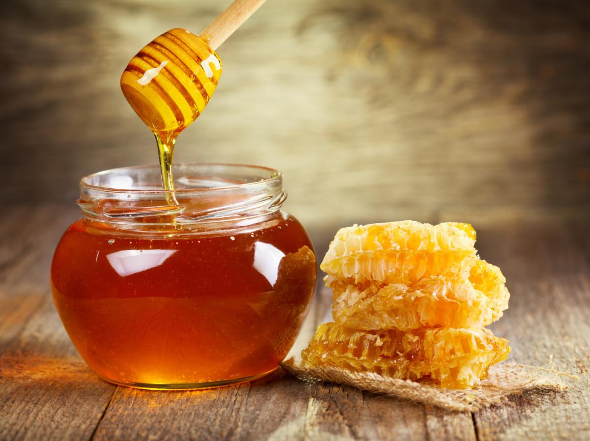 لصاحبات البشرة الجافة .. هل عليكِ استخدام العسل