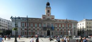Puerta del Sol 300x139 - أهم خمس مواقع سياحية بالعاصمة الإسبانية مدريد