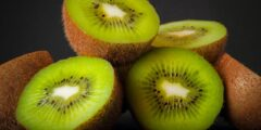 فوائد الكيوي الصحية.. فاكهة صغيرة تقوي المناعة وتحافظ على صحة العين