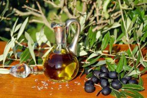 olive oil 1596639 1920 1024x682 1 300x200 - فوائد زيت الزيتون على البشرة (6 فوائد ستجعلك تتفاجئ)