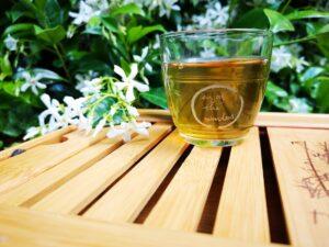 photo 1560844713 23298ab5e402 1 300x225 - فوائد الشاي الأخضر