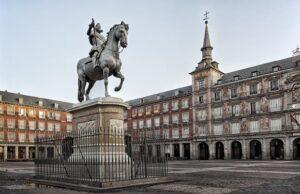 plaza mayor 300x194 - أهم خمس مواقع سياحية بالعاصمة الإسبانية مدريد