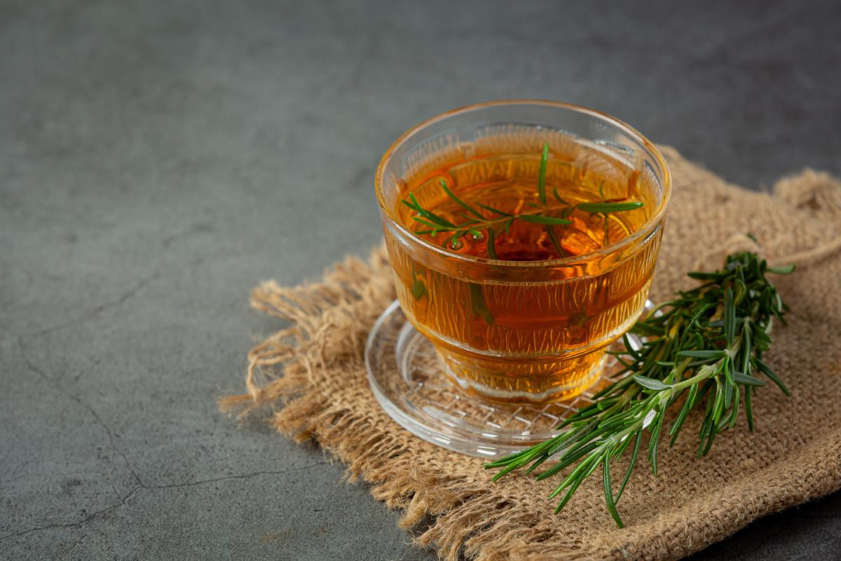 فوائد شراب إكليل الجبل.. يحسن الذاكرة وينشط الدورة الدموية