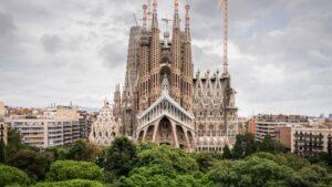 sagrada 300x169 - أهم  5 مواقع سياحية في برشلونة