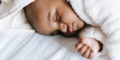 إلى الأمهات تعرفي أكثر على المخاط في براز الرضيع وكيفية علاجه