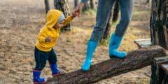 إلى الأمهات عليكِ الاهتمام بتعليم الطفل على المشي