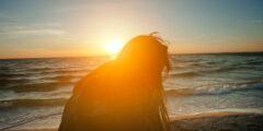 ما هي أبرز أعراض الإصابة بحساسية الضوء ؟!