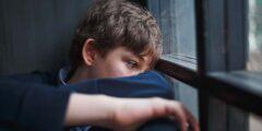 صفات الطفل ضعيف الشخصية وكيفية التعامل معه