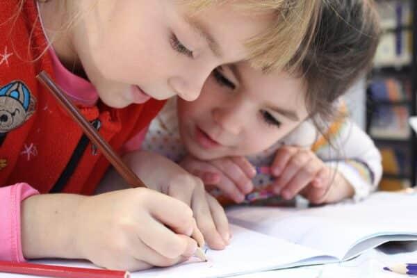 تركيز الطفل في الدراسة 1 e1615830711893 - كيفية زيادة تركيز الطفل في الدراسة