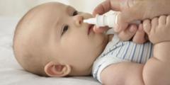 كيف أتعامل مع الرضيع عندما يصيبه الزكام بالصورة الصحيحة ؟