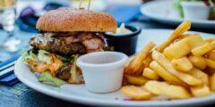 10 أطعمة تسبب الالتهابات.. تناولها بكميات معتدلة تجنبًا للأضرار