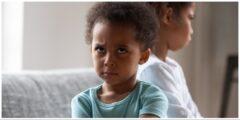 الطفل الغيور : اكتشف أسباب الغيرة