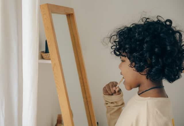 علاج رائحة الفم الكريهة بطرق طبيعية بالمنزل