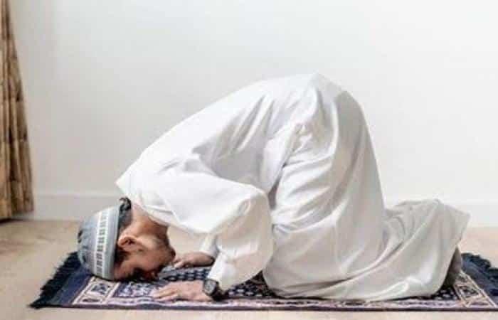 ما هو حكم الصلاة على جنابة ؟!