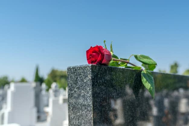 ما حكم صلاة الجنازة على الميت في الإسلام؟!