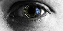 ما هي اهم المعلومات حول طريقة تخفيف صبغة الميلانين في العين؟